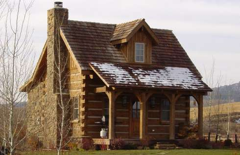 Log cabin pictures favorite small log cabins for Hewn log cabin kits