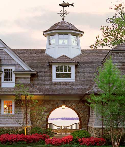 Standout small cottage designs shingled sanctuaries for Shingle style cottage