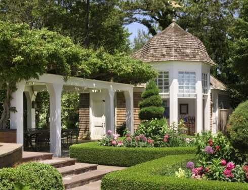 Standout small cottage designs shingled sanctuaries for Small cottage design ideas