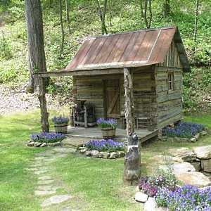 Small log cabin designs rustic retreats designed for for Small backyard cabin