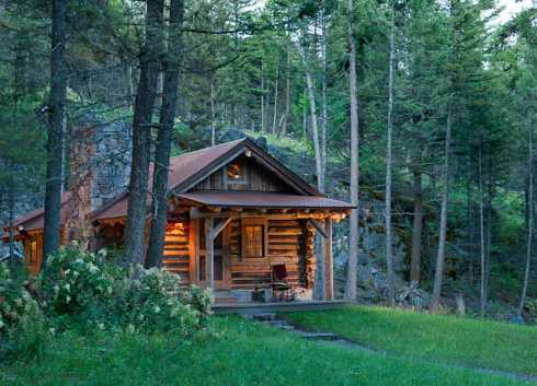 The small log cabin simply serene for Building a small cabin in the woods