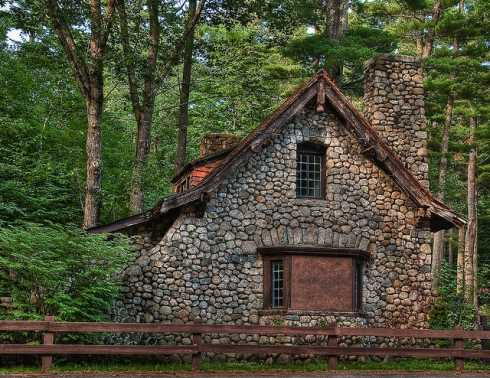 Stone cottage design captivating and enchanting for Small stone cabin