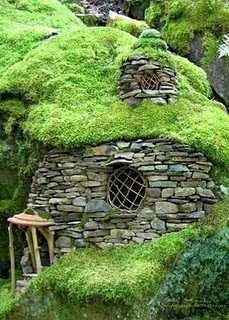 Hobbit House Designs - Inspiring Habitats for Hobbits...and s! on teal homes, manchester homes, chocolate homes, green homes, ski homes, madison homes, johnson homes, blu homes, grass homes, clay homes, spencer homes,